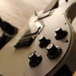 簡単ギターレッスン。ピッキングのコツを単音とコードに分けて紹介します!