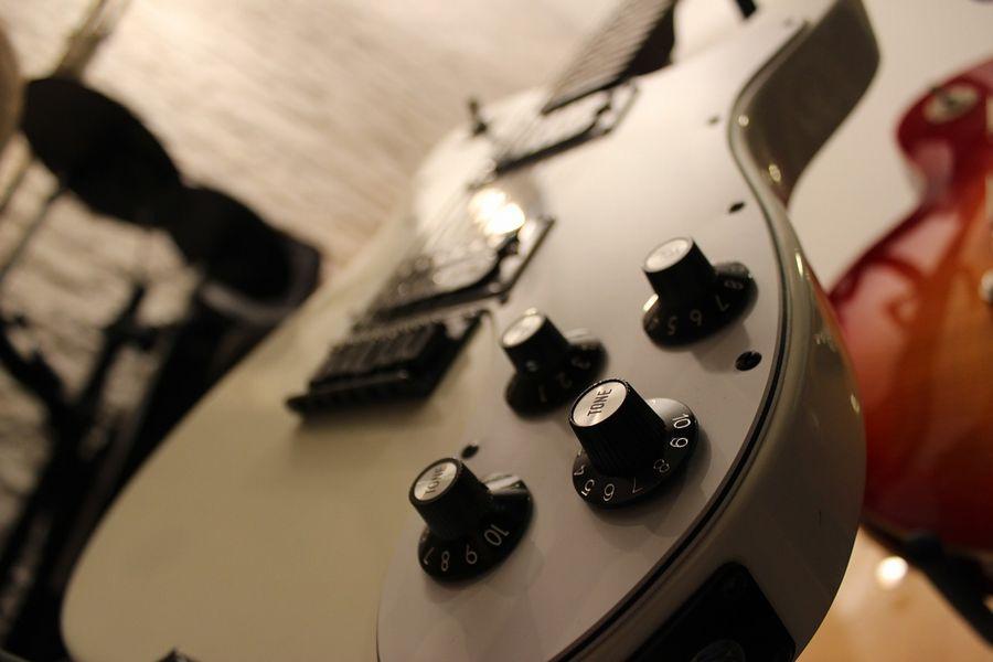 guitar-823595_1280