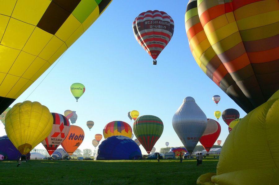 hot-air-ballooning-590123_1280